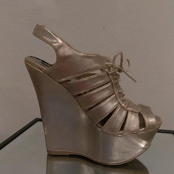 Dollhouse Shoes   Size 75 Platform